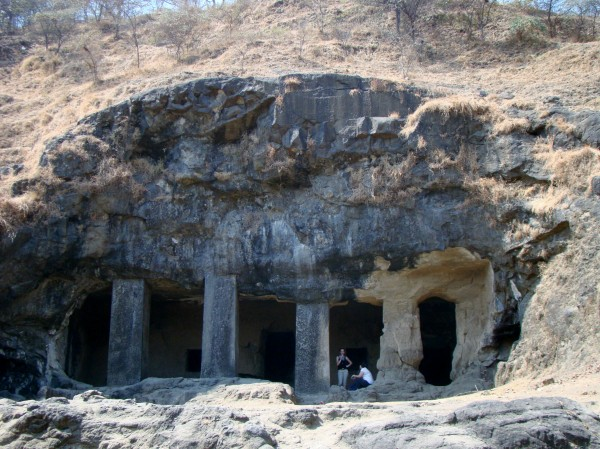 4-Caves-You-Must-Visit-in-India-Elephanta-caves