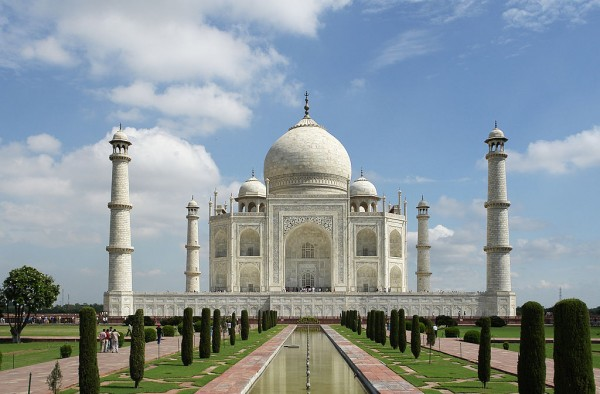 5-Mahals-You-Must-Visit-in-India-Taj-Mahal