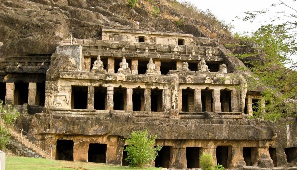 4-Caves-You-Must-Visit-in-India-Undavalli-Caves